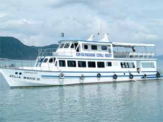 5 Islands cruise on the Julia White III Boat from Bang Bao